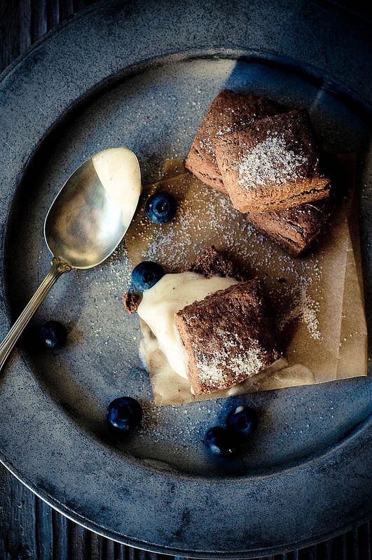 El lord de los dulces de chocolate no te dejará mal con este escon de chocolate cremoso con helado de plátano No te pierdas estas tres ideas de postres para una boda perfecta!