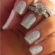 Inspírate en uñas para novias super glam!