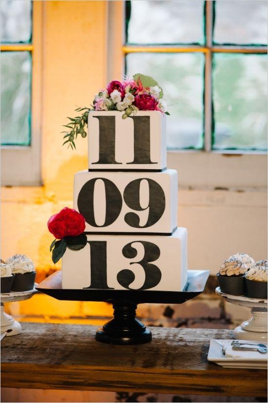 La protagonista es la fecha más importante. Pastel original con la fecha de la boda | 25 Imágenes de Pasteles de Boda Originales e Irresistibles
