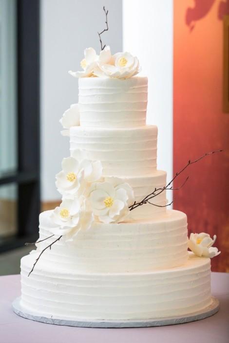 Si prefieres un diseño simple hazlo inolvidable. Etéreo y delicioso pastel del boda