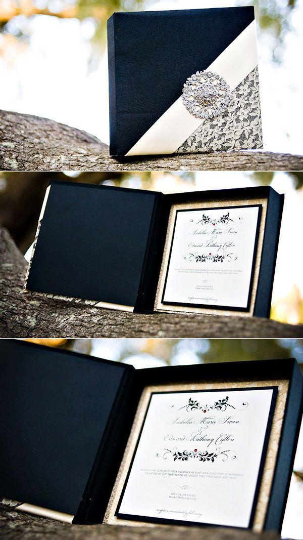 Si tu estilo es ultra glam este conjunto en blanco y negro es para ti. ¡Sigue estos 10 tips para elegir invitaciones de boda perfectas!