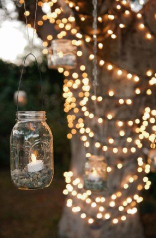 Decoración de boda en blanco y dorado en el jardin