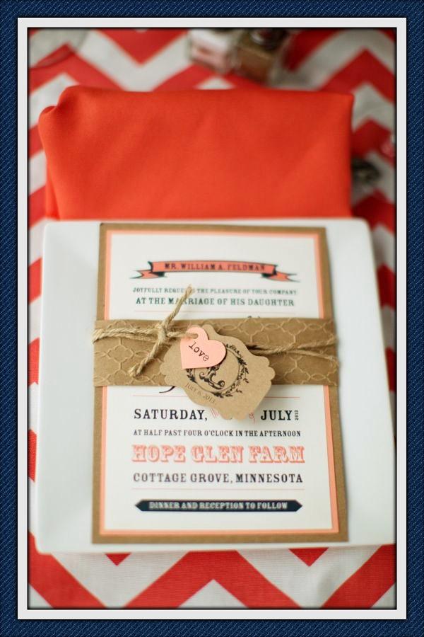 Invitaciones en coral y chevron para bodas ¡Sigue estos 10 tips para elegir invitaciones de boda perfectas!