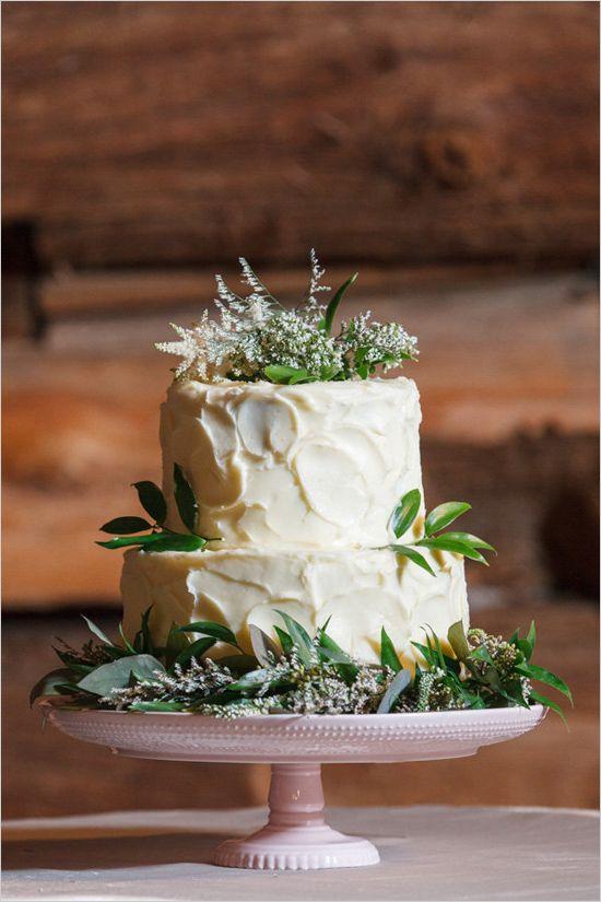Pastel de bodas cubierta en crema de mantequilla rústico