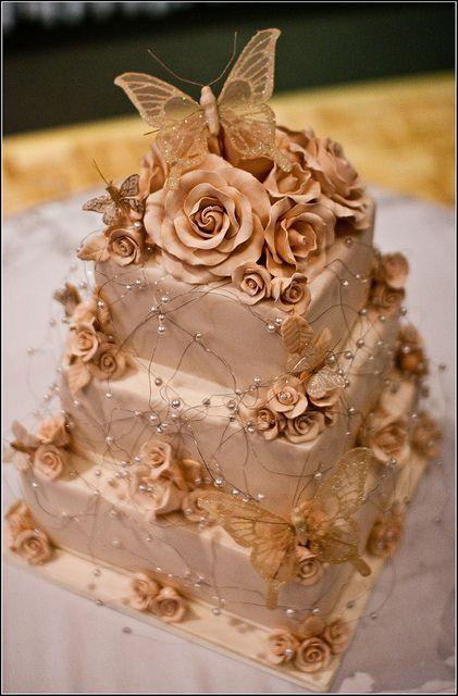 pasteles de bodas con mariposas en chocolate