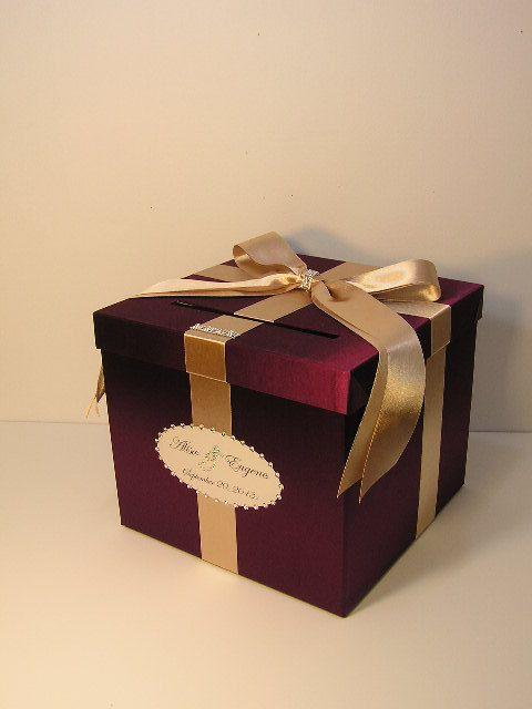 Cofre de regalo con toque dorado. Recuerdos de boda en marsala y champagne.