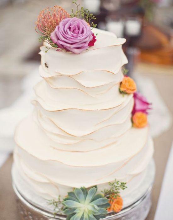 Ruffled cake o tarta con volados sutiles y romanticos