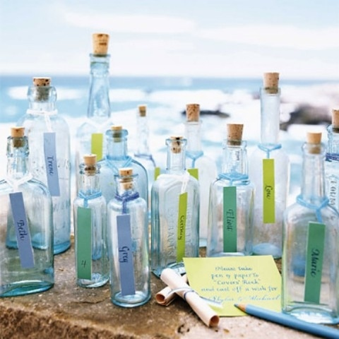 ¿Quieres algo más original que estas botellas para tus invitaciones de boda en la playa? ¡Sigue estos 10 tips para elegir invitaciones de boda perfectas!