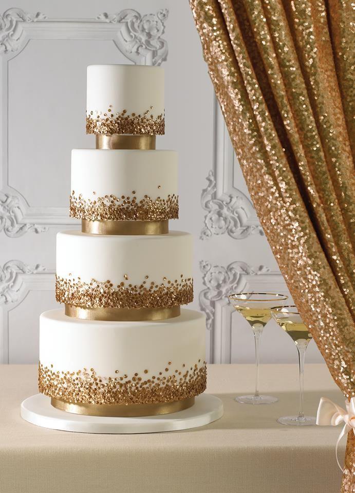 Tarta de bodas en blanco y dorado