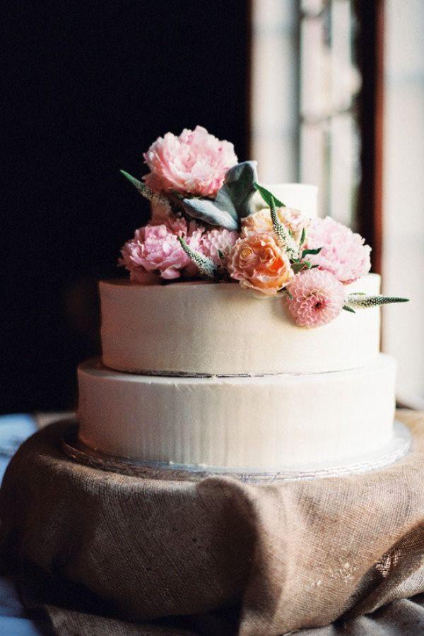 Rústicas con base en lino y flores frescas