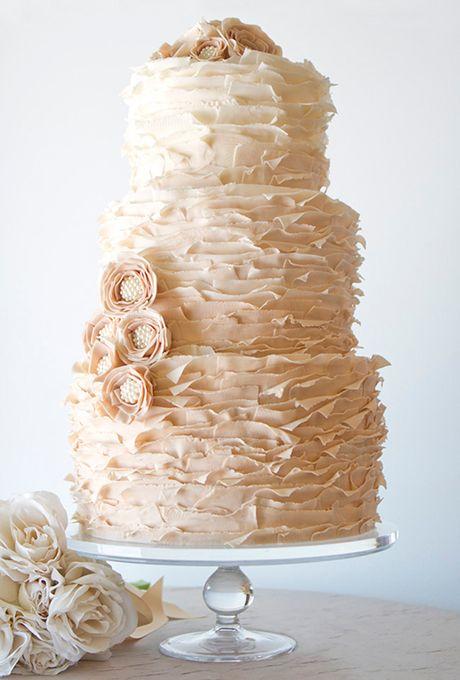 Tartas de boda en color almendra tostada y en ombre provocativa y original