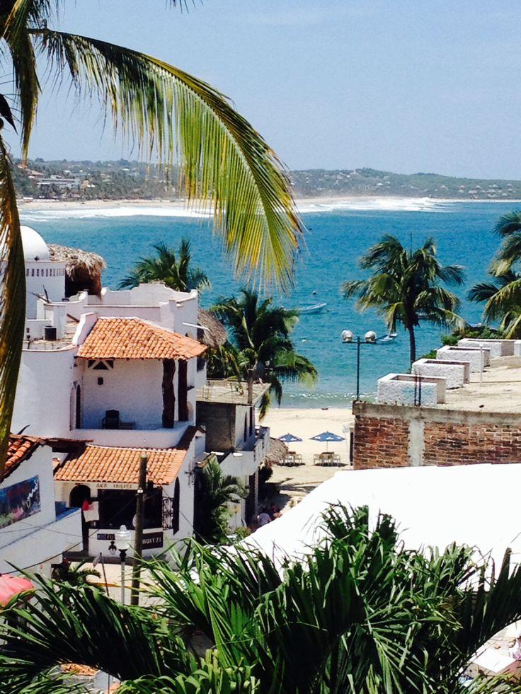 La hermosa vista de Puerto Escondido, Oaxaca. Bodas en playas de Mexico. Puerto Escondido, Oaxaca