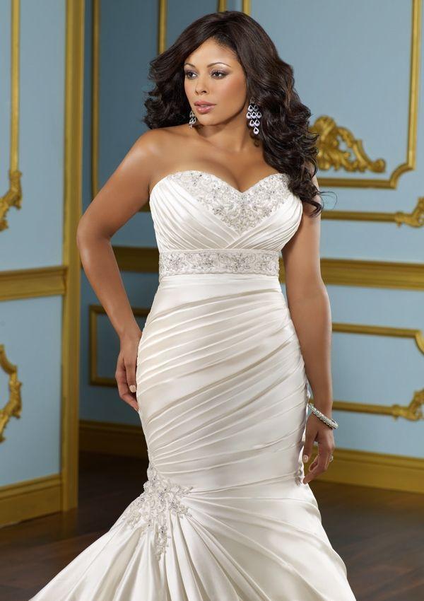 Escote en corazón con bordado y drapeado descendente | Como elegir el mejor traje de novia para gorditas