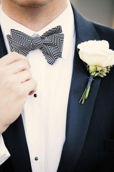 Complementos para el traje de novio moño en chevron Foto cortesia de lover.ly