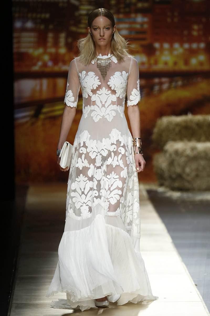 Delicada y elaborada transparencia en este vestido de novia de Inmaculada Garcia