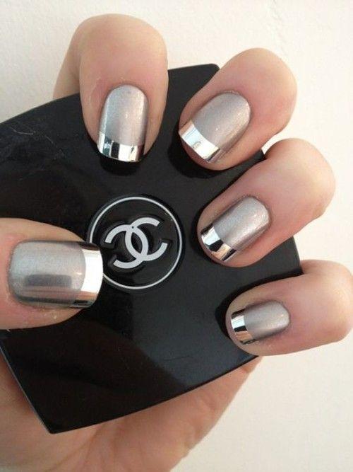 La manicuria francesa es elegante y perfecta para una boda de noche. Diseños de Uñas decoradas Paso a Paso con Manicuria Francesa