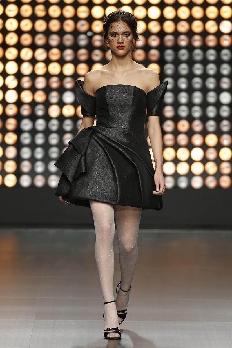 Isabel Sanchis 2016 - Deslumbrante vestido de novia en negro y corto