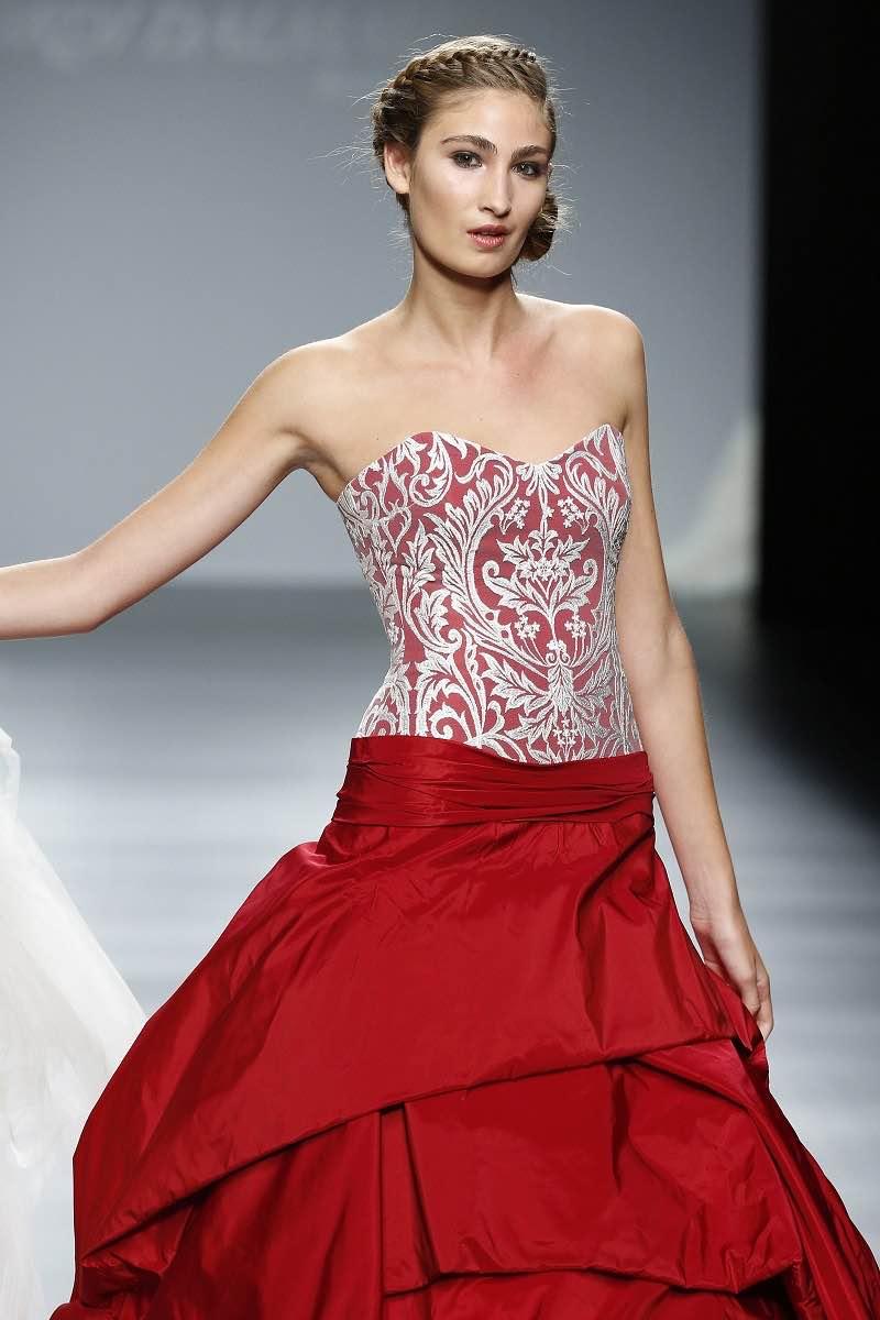 La tendencia de bodas para el 2016 indica vestidos de dos piezas y Jordi Dalmau nos muestra este vestido de novia moderno e increible