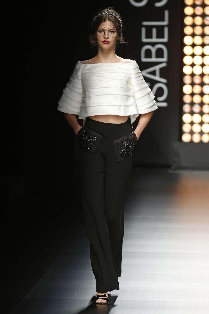 Lo más en tendencias de moda para novias de Isabel Sanchis - dos piezas con pantalón y top