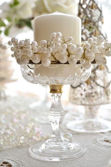 Manualidades para bodas - centros de mesa con velas y perlas blanco sobre blanco