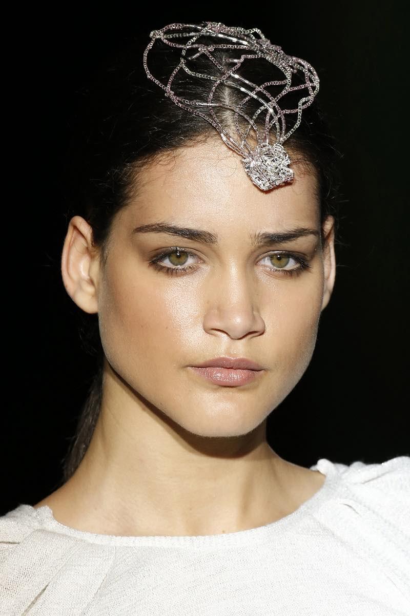 Maquillaje de novias y diadema de Isabel Zapardiez 2016