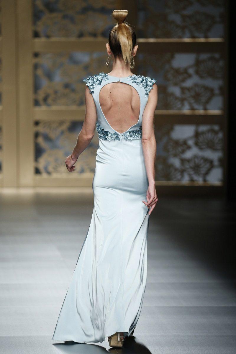Mostrando espalda - Vestido de novia espectacular de Carla Ruiz en el Barcelona Bridal Week 2015