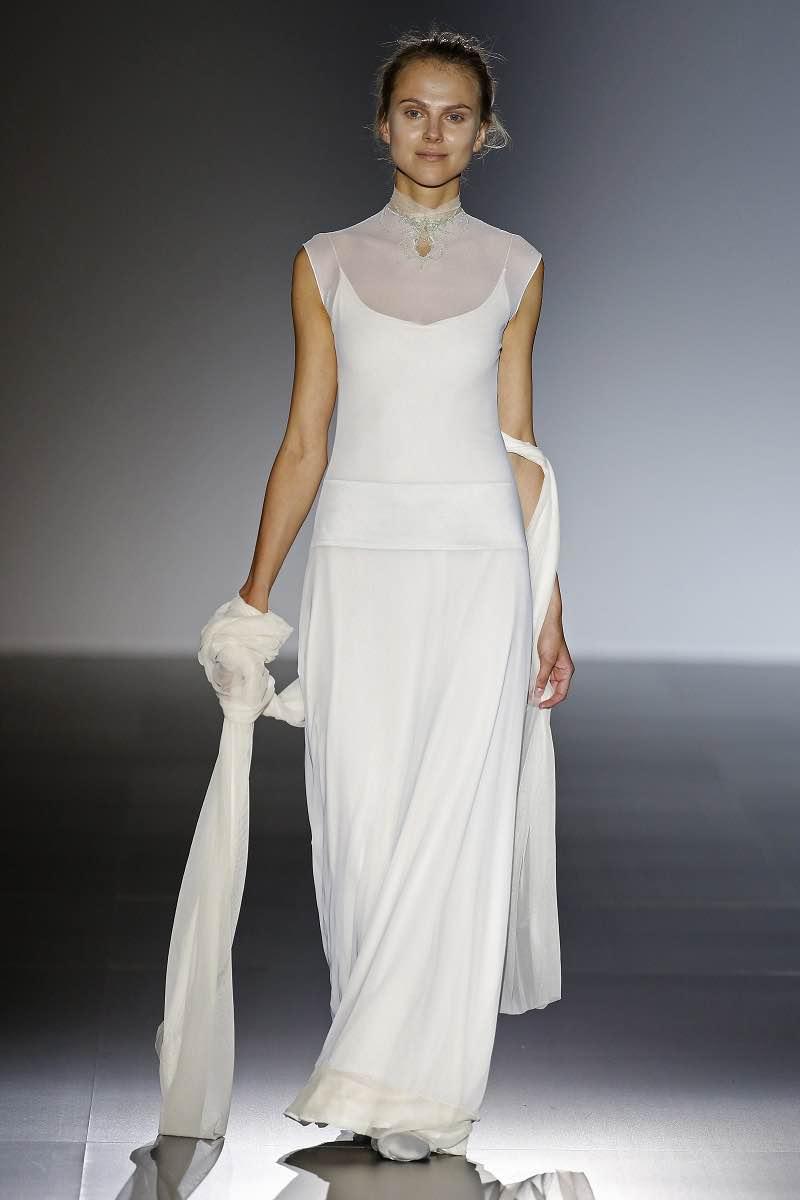 Sencillez y elegancia en este vestido de novia de Natalie Capell