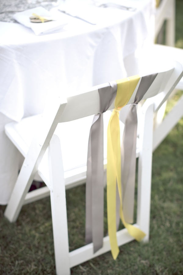 Simple y hermosa decoracion de sillas para boda al aire libre stylemepretty.com