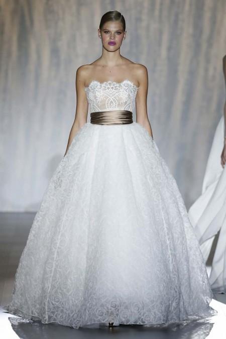 Tendencias de boda 2016 - el color cobre da ese look steampunk sin salirse de la raya en este vestido de Patricia Avendaño para el Barcelona Bridal Week