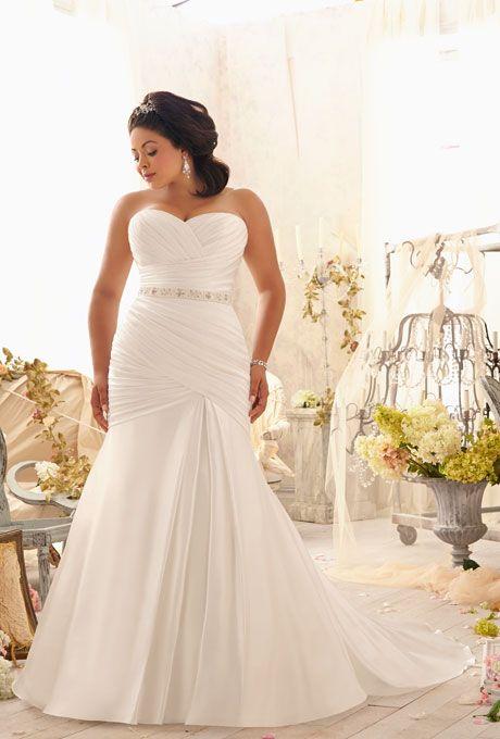 Trajes de novia drapeados asimetricamente en suave seda con lazo y corset con borlas de cristal en la espalda de Mori Lee