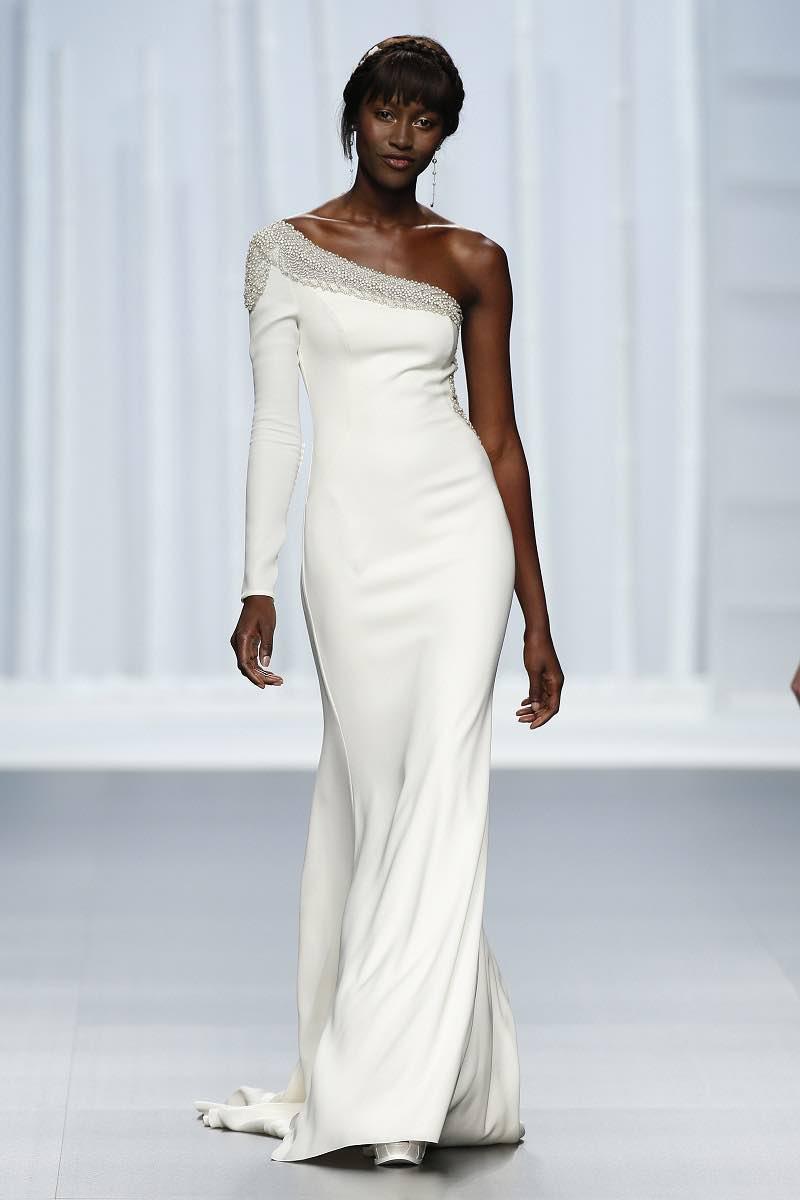 Vestido de novia cenido de Rosa Clara 2016