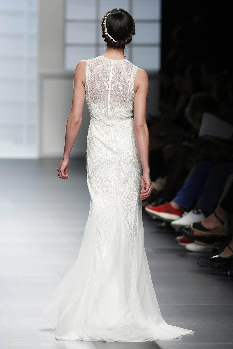 Vestido de novia con detalle bordado en la espalda - Rosa Clara 2016