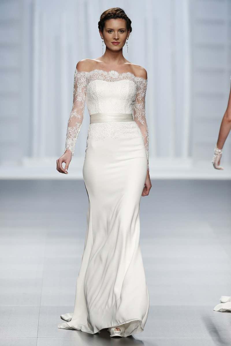 Vestido de novia con mangas largas de encaje de Rosa Clara 2016