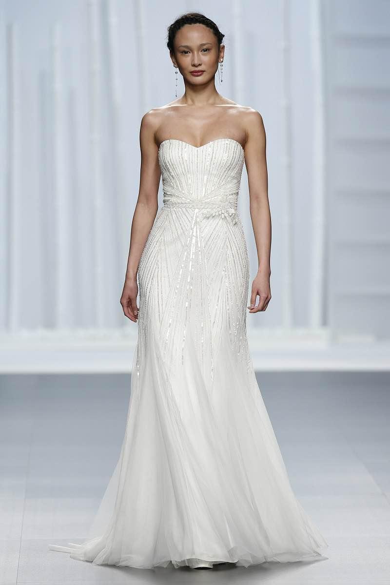 Vestido de novia con pedreria de Rosa Clara 2016