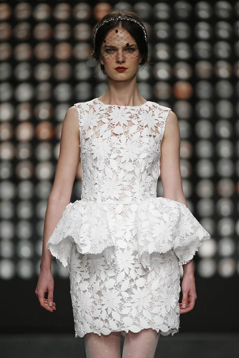 Vestido de novia corto de Isabel Sanchis para el Barcelona Bridal Week 2015