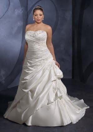 Capas recogidas hacia la cadera. ¡Luce tu mejor ángulo! Vestidos para novias gorditas escote corazon y linea A