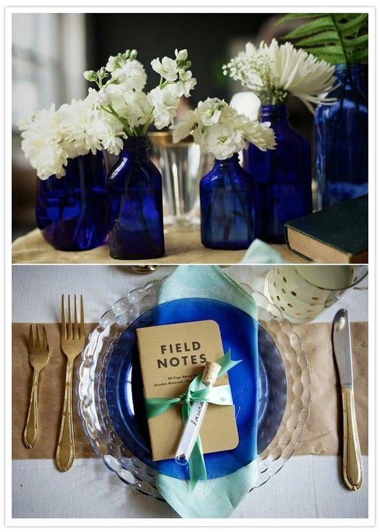 Arreglos para bodas con flores blancas combinadas con tonos de azul. ¡muy delicado!