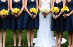 ¡Cómo luce de bien los ramos en amarillo! | Damas de honor para boda azul y amarillo
