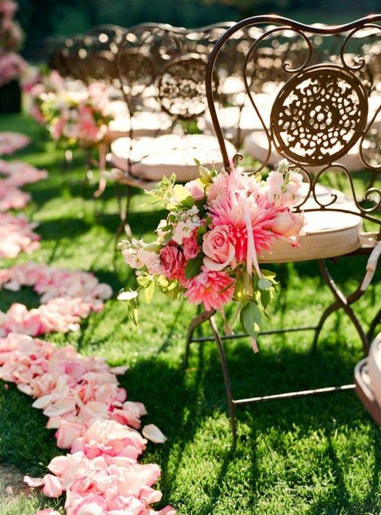 Manualidades para bodas llenas de flores - Decoracion original de sillas - Foto cortesia de zsazsabellagio.blogspot.com