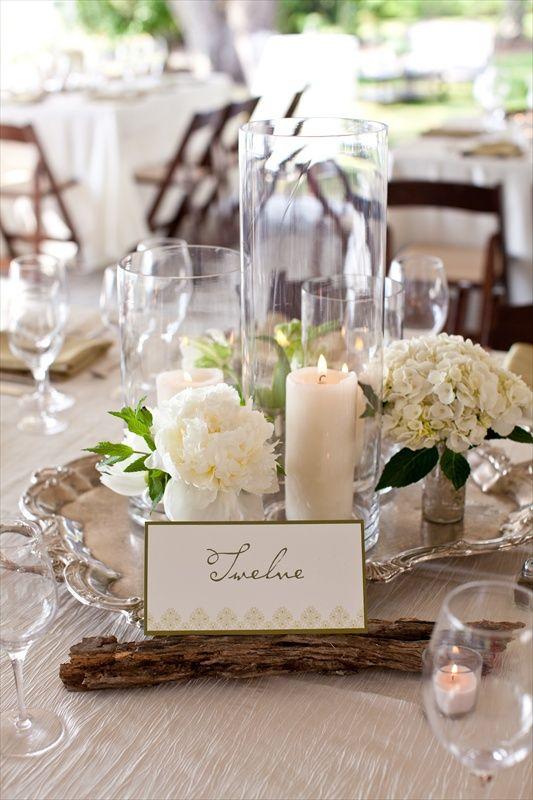 Manualidades para bodas simples y economicas con velas. La bandeja de plata le imprime un toque de elegancia - Fotografia: charlestonevent.com