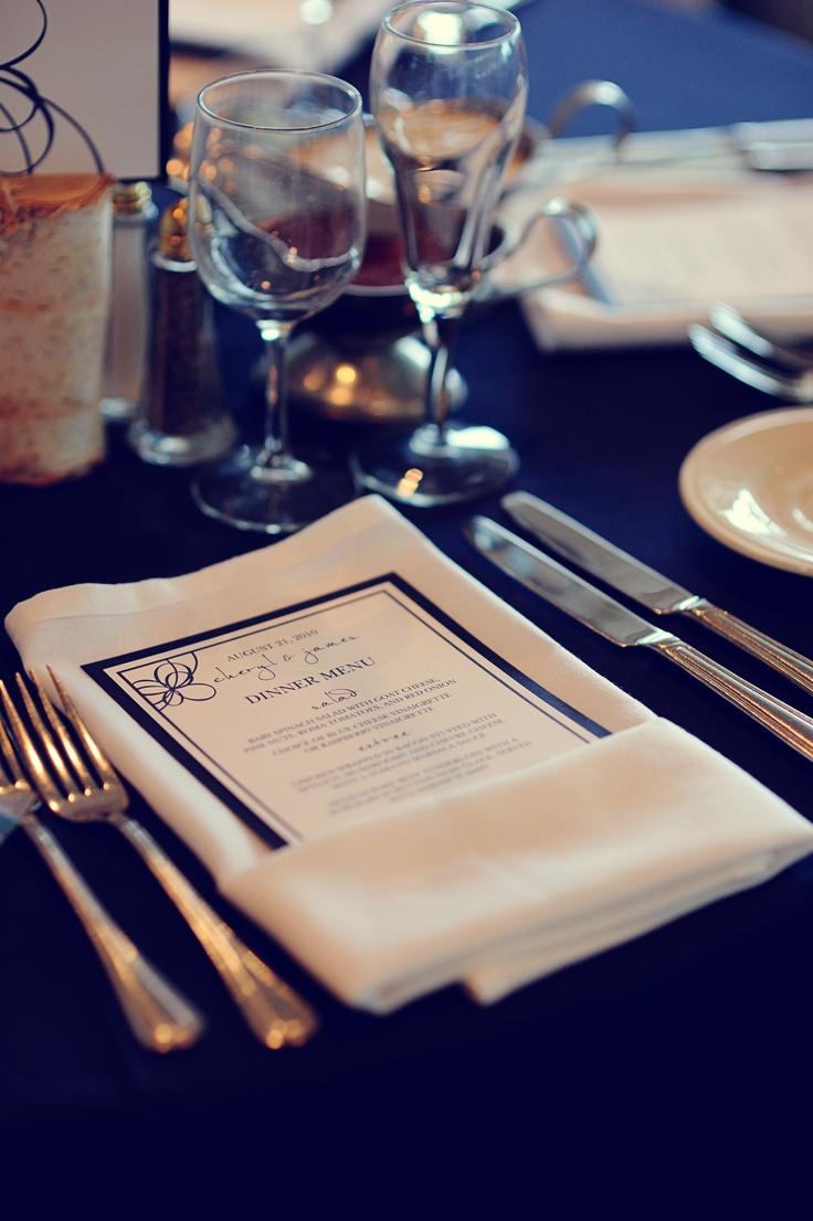 Menú de bodas y centro de mesa en azul - Fotografia de acarrollphotography.net