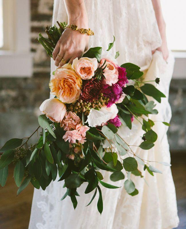 Moderno vestido de novia para una boda industrial
