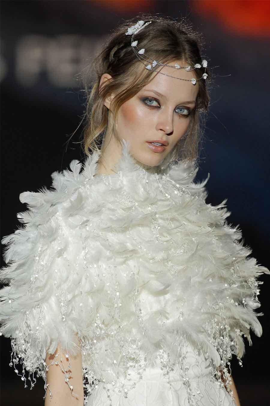 La colección Nanda Devi luce originalidad en el diseño con vestidos blandos y fríos - Jesus Peiro 2016