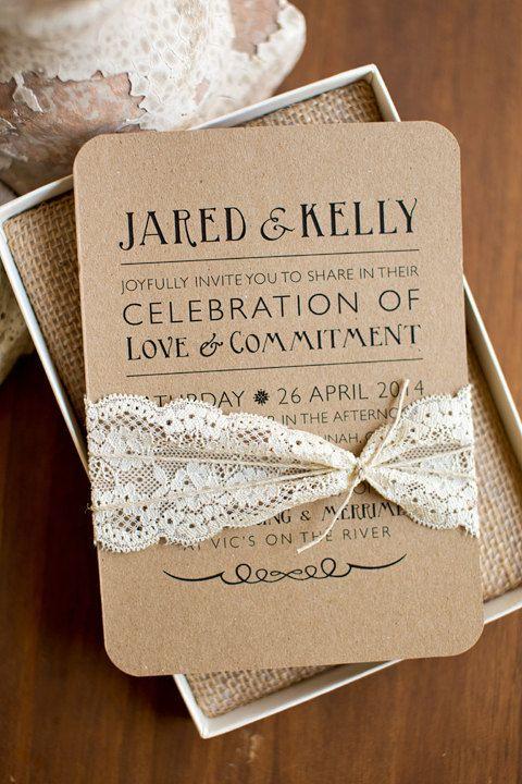 Papel Kraft o madera encaje e hilo sisal es todo lo que precisas para estas invitaciones para bodas rústicas y económicas