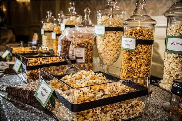 Nuestro popcorn bar favorito. Super elegante y delicioso. Foto: candycakeweddings.com