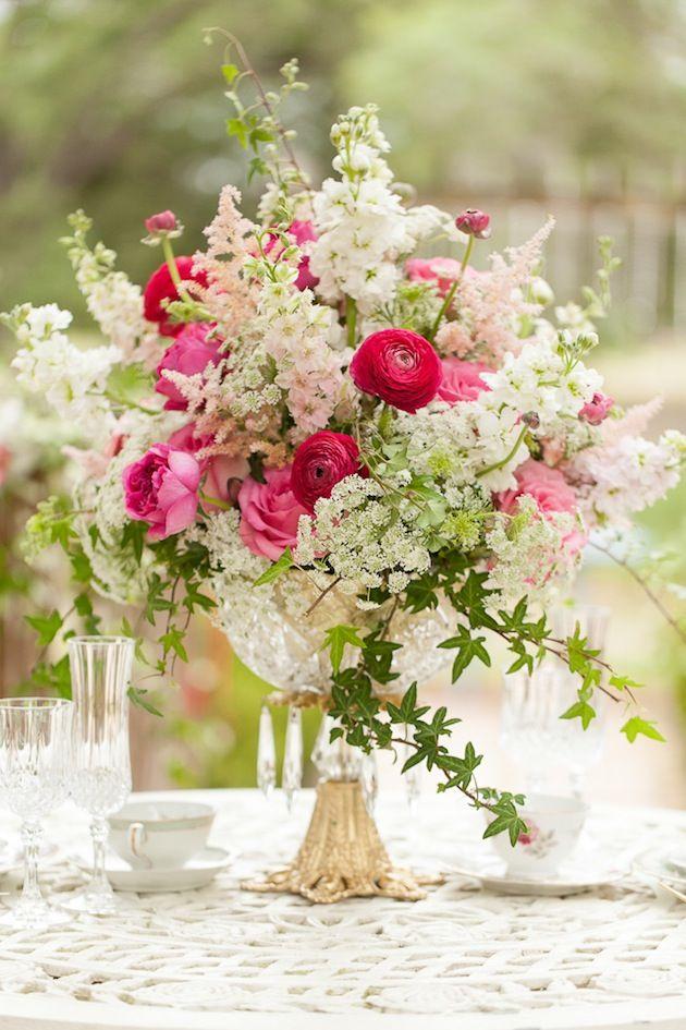 Centros de mesa para boda en jardin en fucsia y blush con inspiración vintage