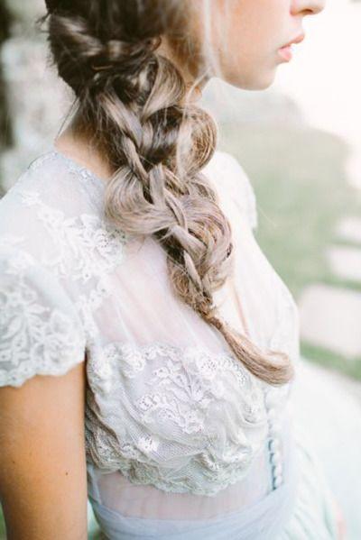 Peinados de novia con trenzas deshechas | Fotografia D'Arcy Benincosa