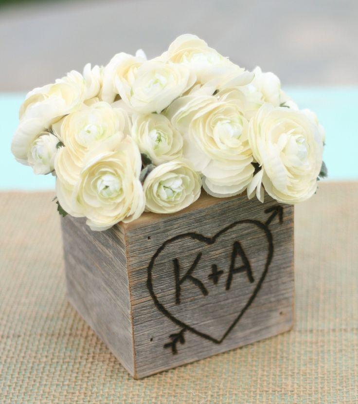 abundante belleza de blanco y madera para centros de mesa para boda en jardn una idea