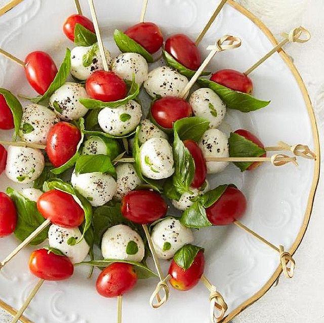 Una manera distinta de servir la ensalada caprese - Foto: foodista.com
