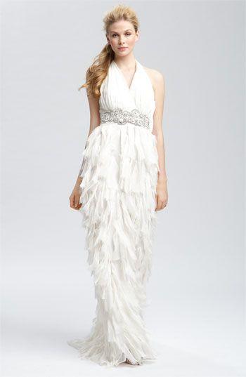Vestidos de novia Badgley Mischka 2015. Un peinado recogido en cola simple va genial con esta pieza